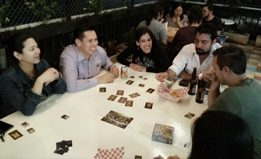 jugando con amigos