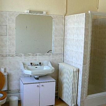 Première salle de bain du premier étage