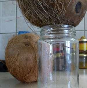 3- Laisser s'écouler l'eau dans un bocal (ou un verre)