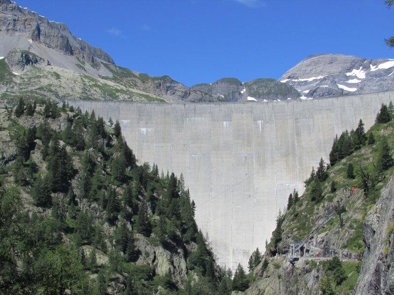 Le barrage d'Emosson vue depuis le petit train
