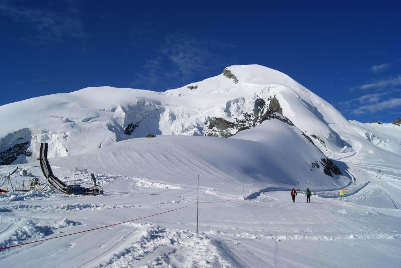 L'Allalinhorn sous un magnifique ciel bleu