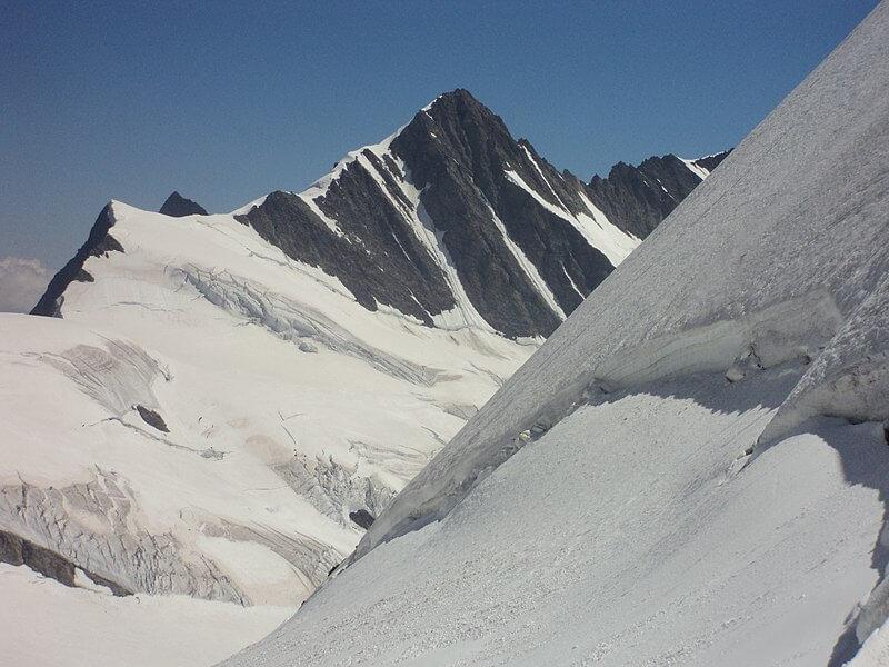 Gross Fiescherhorn vue depuis la Mönchsjochhütte