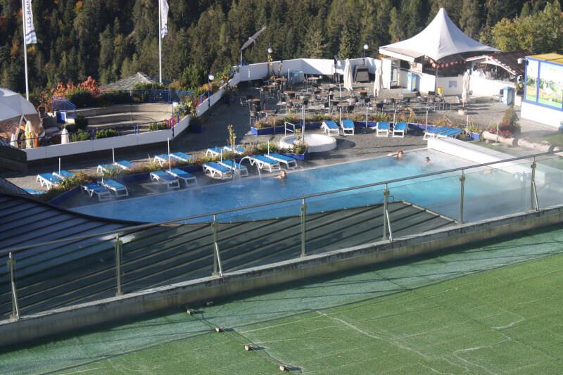 Une piscine des bains d'Ovronnaz