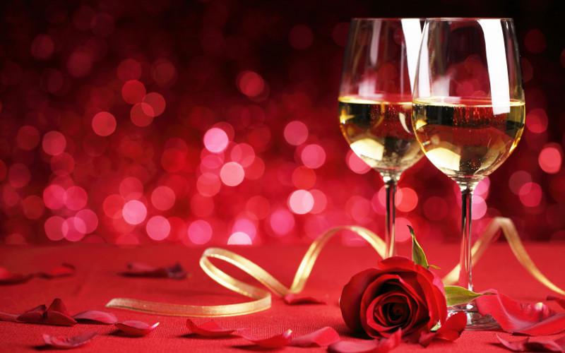 Deux_verres_de_vin_et_une_rose