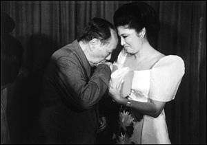 De vrouw van Marcos lust ook wel pap van Mao