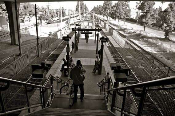Transferring to the Blue Line from the Green Line at Imperial-Wilmington. Sahra Sulaiman/Streetsblog L.A.