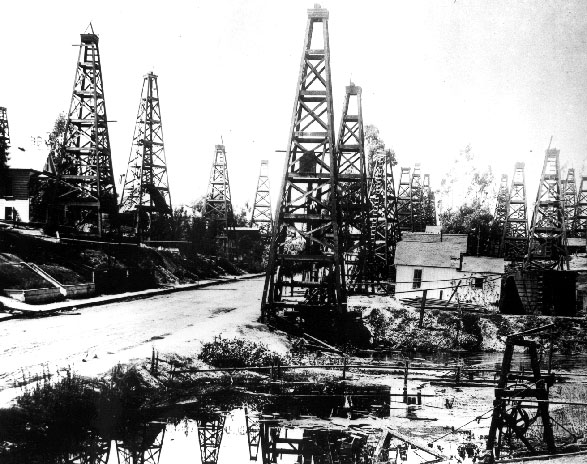 First Street, Los Angeles City oil field circa 1900. Courtesy of the Seaver Center for Western History Research, Los Angeles Museum of Natural History.
