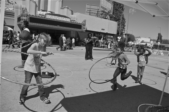 Hula-hooping in front of the Vision Theater. Sahra Sulaiman/LA Streetsblog