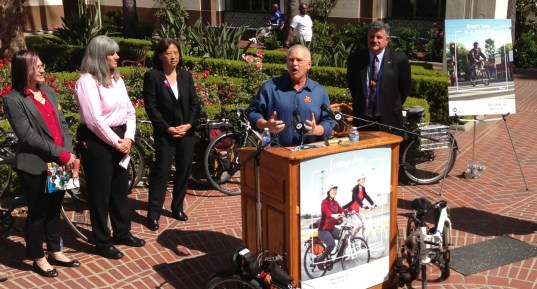Los Angeles City Councilmember and Metro Boardmember Mike Bonin kicks off Bike Week. Standing with him, l to r, are Jennifer Klausner - LACBC, xxxxxxxxPhoto: Joe Linton/Streetsblog L.A.