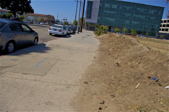 Why one is considered a candidate for abatement and other nuisances are ignored is unclear. Here, the vacant lot spills over onto the sidewalk. Sahra Sulaiman/Streetsblog LA
