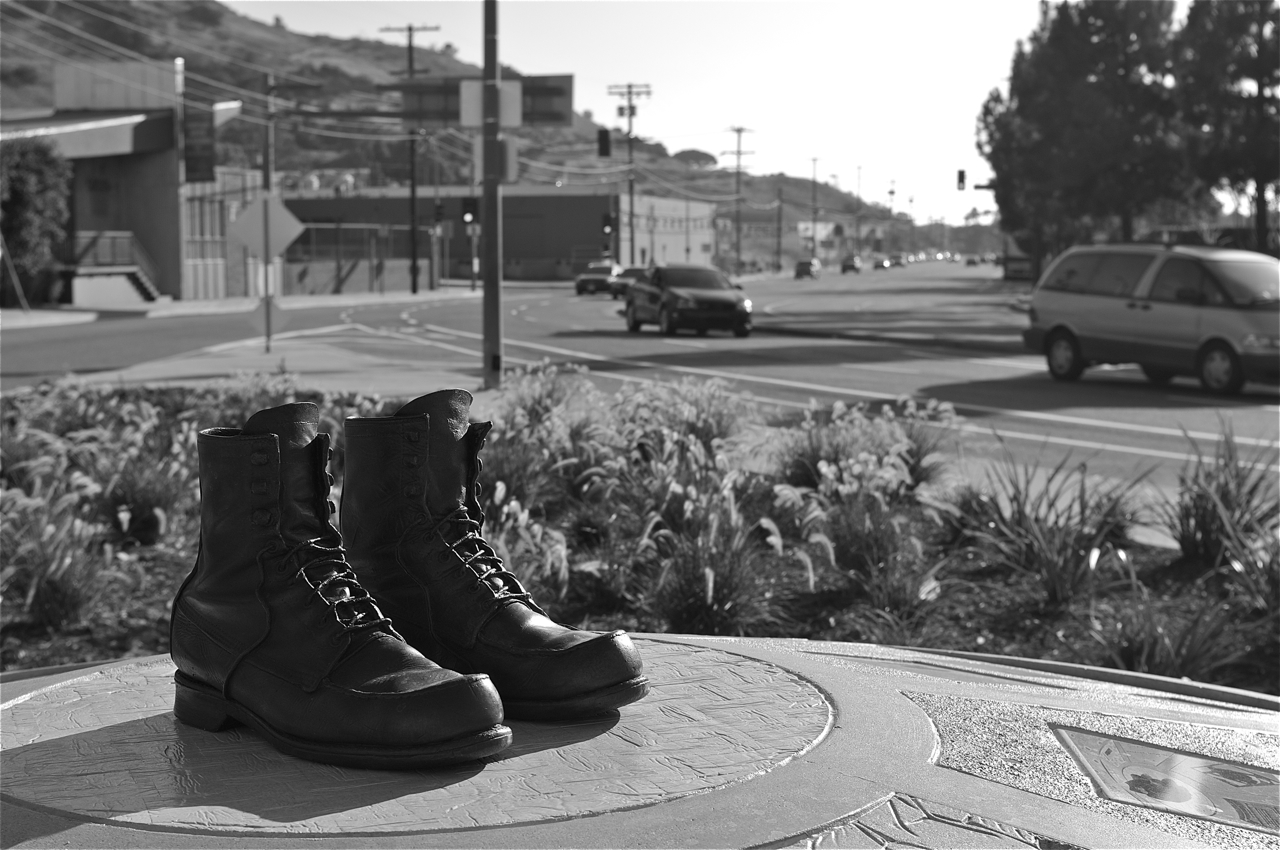 The Walk a Mile in My Shoes public art installation at the intersection of Jefferson and Rodeo. Sahra Sulaiman/Streetsblog LA