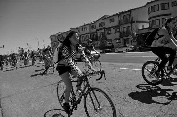 Riders make their way towards Glendale. Sahra Sulaiman/Streetsblog LA