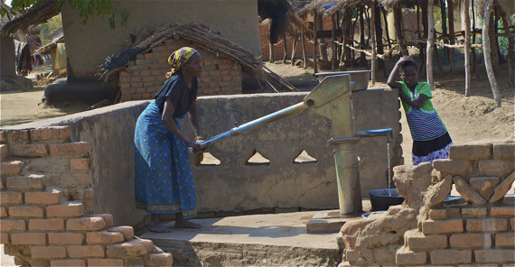 Women can spend many hours a day walking back and forth to water wells and carrying heavy buckets on their heads. Sahra Sulaiman/Streetsblog LA