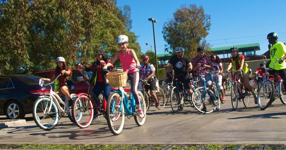 Riders head out from Washington Park. Sahra Sulaiman/Streetsblog L.A.