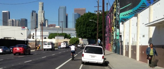 New bike lanes on 3rd Street in Downtown Los Angeles. Photo: Joe Linton/Streetsblog L.A.