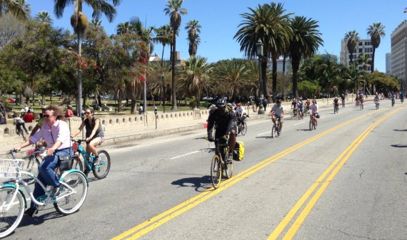 CicLAvia will wow the San Fernando this sunday. Pictured: Spring 2014 CicLAvia on Wilshire. Photos: Joe Linton/Streetsblog L.A.