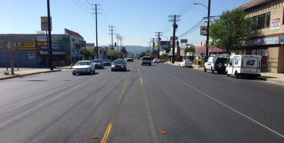This is your parents two-way turn median. Narrower median and turns preliminary striping on Reseda Boulevard. Photo: Joe Linton/Streetsblog L.A.