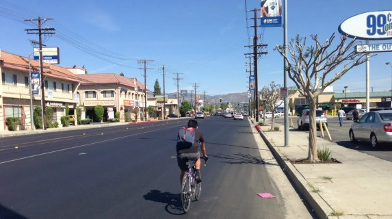 Reseda's regular bike lanes are missing after re-surfacing, as LADOT converts them into protected bike lanes. Photo: Joe Linton/Streetsblog L.A.