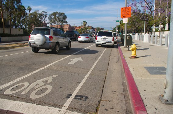Homeland Security parks in the bike lane just north of Temple on Los Angeles St. Sahra Sulaiman/Streetsblog L.A.