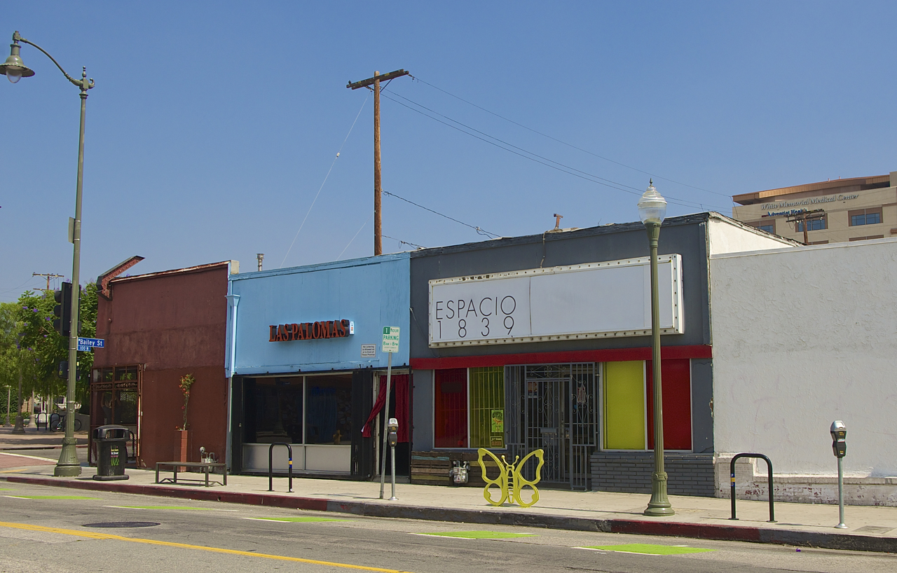 The landscape in front of Espacio 1839 now includes a surplus of bike racks, including one that is largely unused. Sahra Sulaiman/Streetsblog L.A.