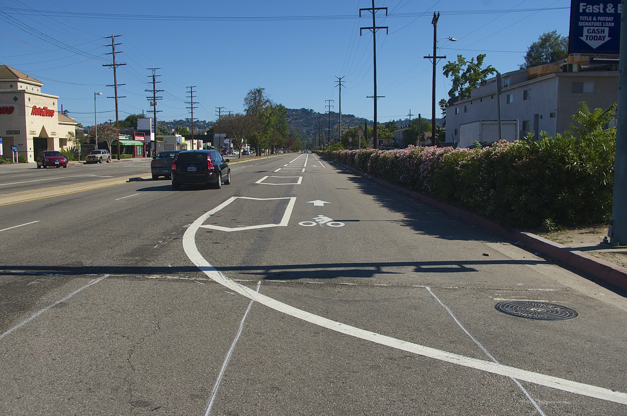 Helpful lines are our friends. Sahra Sulaiman/Streetsblog L.A.
