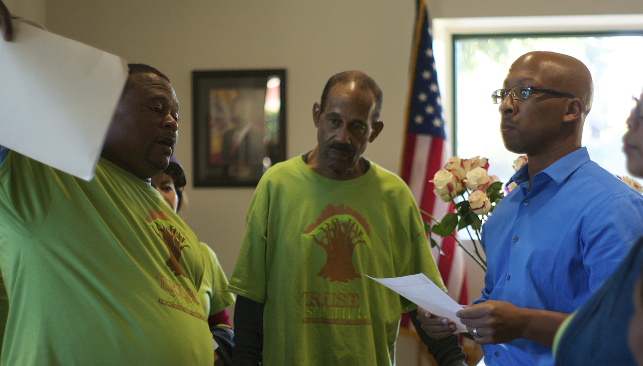fc393dd329107 South L.A. Residents Deliver Message to Curren Price Ahead of Vote ...