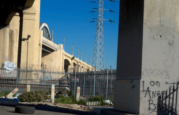 The bridge and some good-bye graffiti. Sahra Sulaiman/Streetsblog L.A.