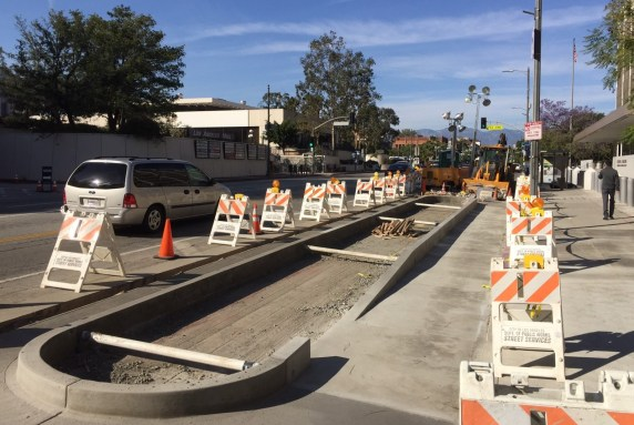 Construction underway on Los Angeles Street protected bike lane. Photo by Joe Linton/Streetsblog L.A.