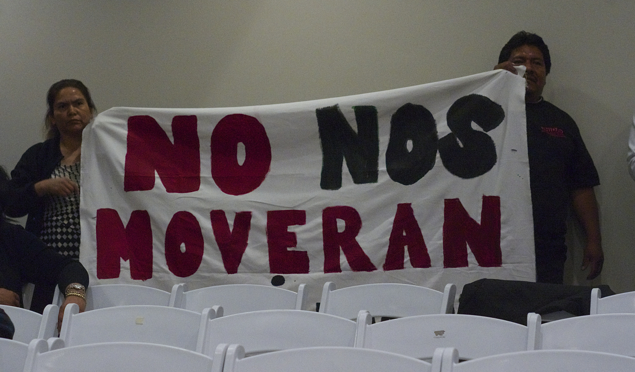 """""""No nos moverán"""" translates as """"We will not move."""" The slogan was one of several held up by members of the UNIDAD Coalition who were concerned about the project's potential for displacement. Sahra Sulaiman/Streetsblog L.A."""
