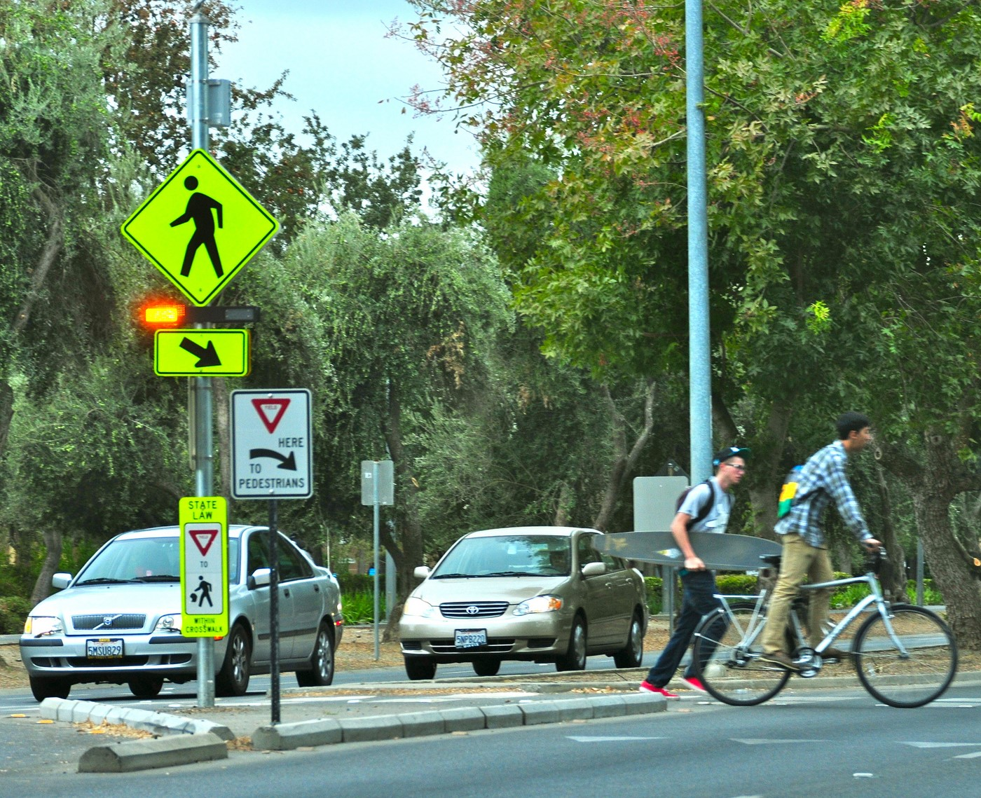 Rectangular Rapid Flashing Beacon example from Davis, CA. Photo by Lara Justine via Flickr
