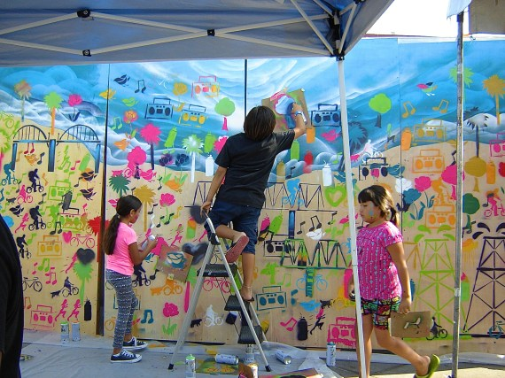 Kids create a mural of a healthy Boyle Heights landscape. Sahra Sulaiman/Streetsblog L.A.