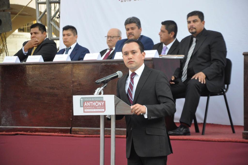 Anthony Domínguez rinde su primer informe de gobierno