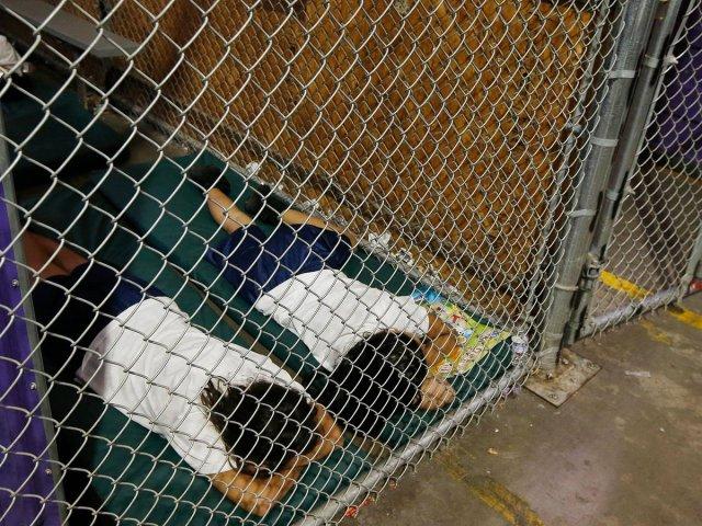 EU: sigue sin encontrar a los padres de los niños indocumentados separados hace 2 años