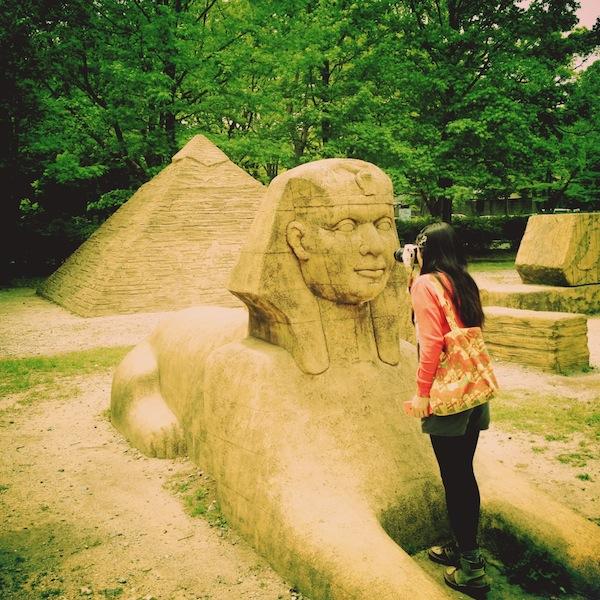 モアイ像にピラミッドにスフィンクス「豊橋市向山緑地公園」がシュールすぎる!
