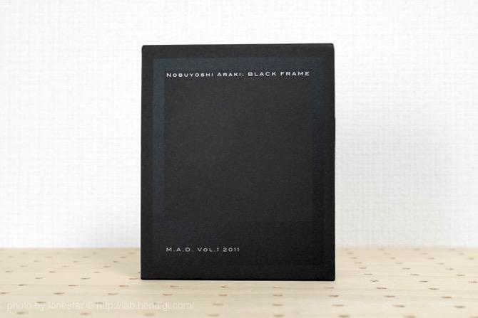 【遺影 荒木経惟】NOBUYOSHI ARAKI:BLACK FRAME M.A.D. VOL.1 2011