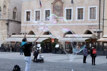 Jolie attraction pour touristes dans la vieille ville