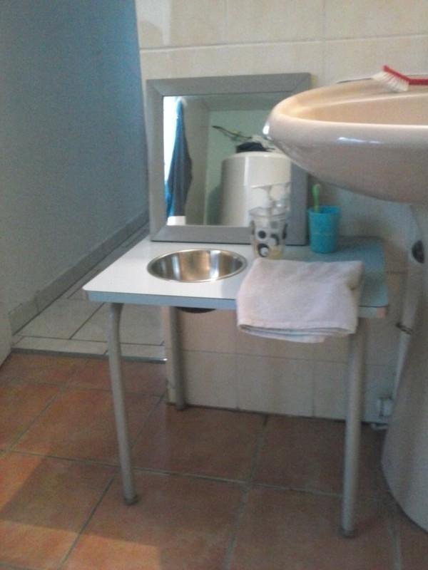 un espace pour eux dans la salle de bain