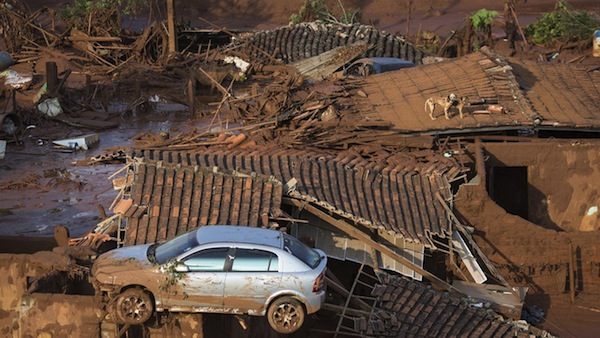 La altura del alud superó los 15 metros, según algunos pobladores y arrasó con todo. Foto: AP.