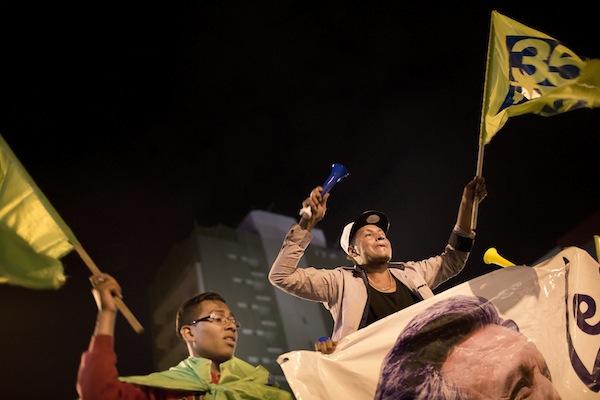 Seguidores de Lenin Moreno celebran la supuesta victoria de su candidato. Foto: Edu León
