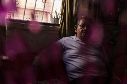 Víctor Yambay, hace varios años, fue presidente del comité de inquilinos. Tiene 45 años viviendo en Las Colectivas. Foto: Vicente Gaibor del Pino