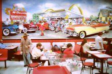 Luego de hacer las compras, ciudadanos de San Luis Río Colorado (Sonora) se detienen a descansar en un local de comida rápida en San Luis, Arizona. Foto: Alonso Castillo.