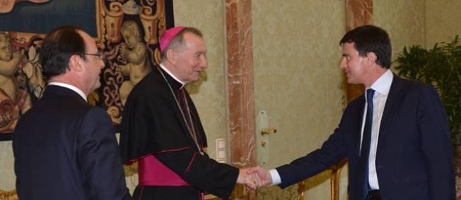 François Hollande, Manuel Valls et le cardinal secrétaire d'État du Vatican, Pietro Parolin, © GABRIEL BOUYS / POOL / AFP