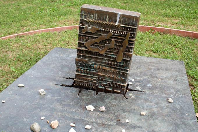 Giorgio Bassani Grave | labellasorella.com