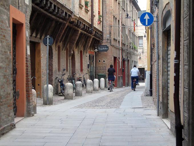 Ghetto Street Ferra Italy | labellasorella.com