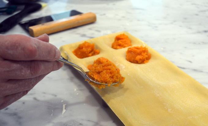 Filling the pasta sheets for Thanksgiving | labellasorella.com