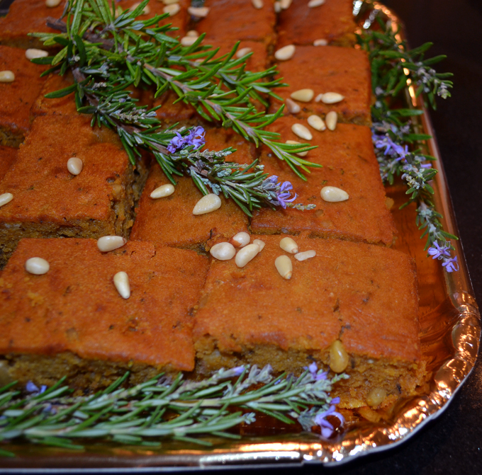Pumpkin cake with rosemary ready for travel| labellasorella.com