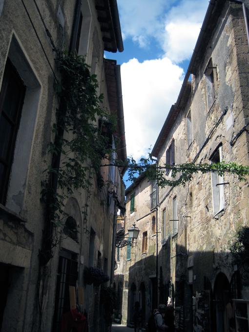 Pitigliano street view | labellasorella.com