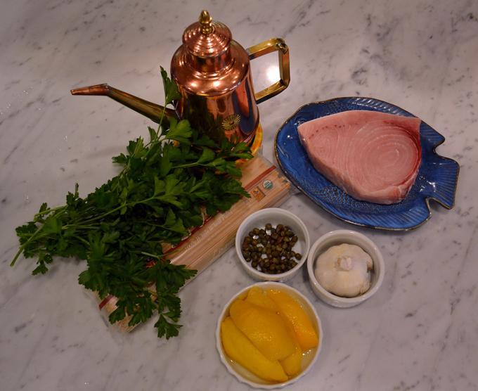 Linguini with swordfich ingredients | labellasorella.com
