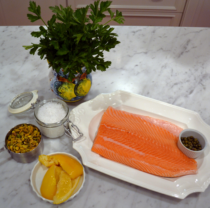 Salmon with pistacchio ingredients | labellasorealla.com