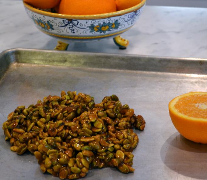 Pistachio-Brittle / Croccante - spreading the molten mixture   labellasorella.com